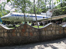 La città di Oš L'aereo nel parco immagine stock