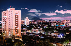 La città di Osasco e il ` s del ¡ di Jaraguà alzano Fotografia Stock Libera da Diritti