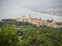 La città di Sirolo, Conero NP, Marche, Italia Fotografia Stock Libera da Diritti