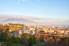 La città ed il Vesuvio immagine stock libera da diritti