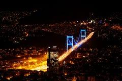La città si accende nella città di Costantinopoli, Turchia Panorama della Monaco Fotografie Stock