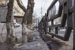 La città sta fondendo il ghiaccio fotografia stock libera da diritti