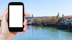 la città turistica di Verona delle fotografie su Adige rive Fotografia Stock Libera da Diritti