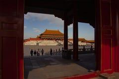 La Citt? proibita a Pechino Palazzo imperiale cinese da Ming Dynasty Vista sopra Harmony Square attraverso le ombre di immagine stock