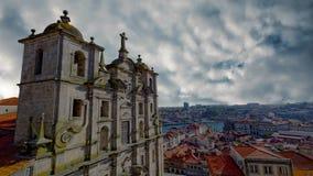 La ciudad antigua de Oporto, la arquitectura urbana del cuarto de Ribeira, Portugal almacen de metraje de vídeo