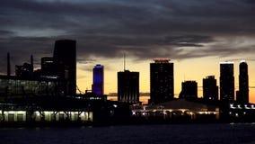 La ciudad céntrica del horizonte de Miami enciende paisajes urbanos de los E.E.U.U. almacen de video