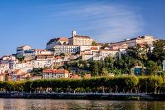 La ciudad Coímbra, Portugal de la universidad imagenes de archivo