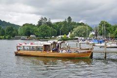 La ciudad de Ambleside en el lago Windermere Fotos de archivo