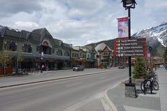 La ciudad de banff en el verano Foto de archivo libre de regalías