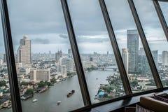 La ciudad de Bangkok, el hotel y el área residente miran de la ventana Imagenes de archivo