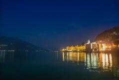 La ciudad de Bellagio por noche Foto de archivo