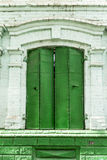 La ciudad de Birsk El metal forjado viejo shutters en la ventana del th Fotografía de archivo libre de regalías