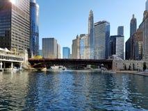 La ciudad de Chicago y del río Chicago imagen de archivo