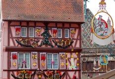 La ciudad de Colmar se adorna para la Navidad Foto de archivo