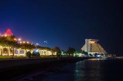 La ciudad de Doha, Qatar en la noche Imagen de archivo