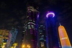 La ciudad de Doha, Qatar en la noche Fotografía de archivo