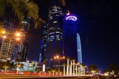 La ciudad de Doha, Qatar en la noche Fotos de archivo