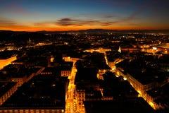 La ciudad de Florencia en la noche fotos de archivo