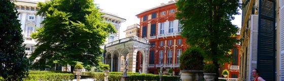 La ciudad de Génova en Italia septentrional es un Hacienda de edificios monumentales, de iglesias, de pasillos antiguos, de Palaz Foto de archivo libre de regalías