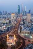 La ciudad de Kuwait en la noche Fotografía de archivo libre de regalías
