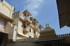La ciudad de los lagos Udaipur, palacio de la ciudad, edificio de la herencia, gran historia, dinastía de Mewar, familia real fotos de archivo