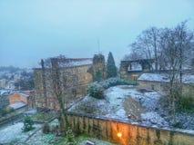 La ciudad de Lyon en la caída de la nieve, Francia Fotos de archivo libres de regalías