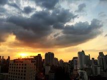 La ciudad de la metrópoli llamó Bangkok en la opinión de la tarde de Tailandia foto de archivo