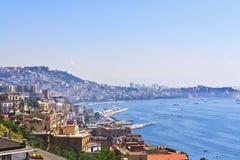 La ciudad de Nápoles en el mar jónico Imagen de archivo libre de regalías