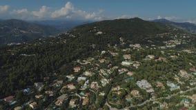 La ciudad de Niza en el sur de Francia en la costa azul es una opinión desde arriba sobre los tejados de casas y de caminos metrajes