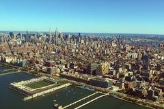 La ciudad de Nueva York es una opinión del s-ojo del ` del pájaro Rascacielos del ci imagen de archivo libre de regalías