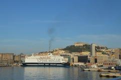 La ciudad de puerto de Nápoles, Italia Fotos de archivo