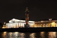 La ciudad de St Petersburg, la leña de la columna Fotos de archivo libres de regalías
