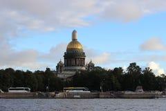 La ciudad de St Petersburg, St Isaac& x27; s Imagen de archivo libre de regalías