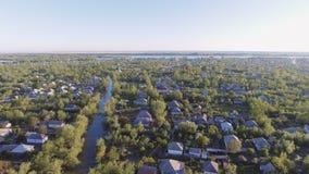La ciudad de Vilkovo, región de Odessa, Ucrania, visión aérea en el tiempo de verano metrajes