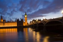La ciudad de Westminster y Big Ben en la noche Imagen de archivo libre de regalías