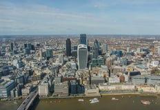 La ciudad del distrito financiero de Londres, visión aérea Imágenes de archivo libres de regalías