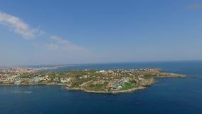 La ciudad del Mar Negro de Sozopol cerca de Burgas shotted por el abejón en verano con las playas arenosas metrajes