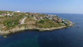 La ciudad del Mar Negro de Sozopol cerca de Burgas shotted por el abejón en verano con las playas arenosas almacen de video