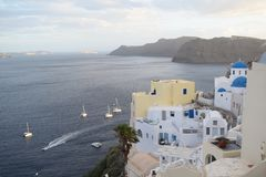 La ciudad del pitoresque de Oia, o Ia, Santorini, Grecia Fotos de archivo libres de regalías