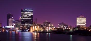 La ciudad enciende horizonte Foto de archivo