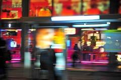 La ciudad enciende la falta de definición de movimiento Imagen de archivo libre de regalías