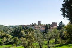 La ciudad hermosa Castellina de Toscana en Chianti, Italia imágenes de archivo libres de regalías