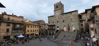 La ciudad hermosa de Cortona en Toscana fotografía de archivo