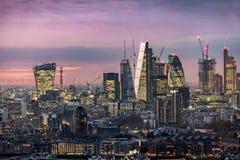 La ciudad iluminada de Londres, distrito financiero Foto de archivo libre de regalías