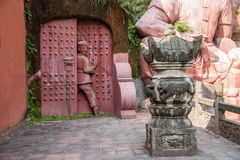 La ciudad imperial nueve de la tostada de la tostada de Enshi en Pasillo talló en las estatuas de la gente de Tujia de la roca Fotografía de archivo libre de regalías