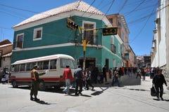 La ciudad Potosi Policía en una calle de la ciudad fotos de archivo libres de regalías