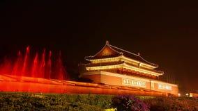 La ciudad Prohibida en Pekín China, Tiananmen y fuente en la noche, día nacional almacen de video