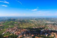 La ciudad roja del paisaje contiene hermoso Imagen de archivo libre de regalías