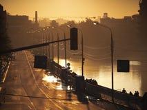 La ciudad se inunda con la luz de oro Fotografía de archivo libre de regalías