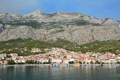 La ciudad turística de Makarska en Croacia fotografía de archivo libre de regalías